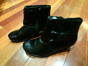 NAOT brand new women's black leather booties s. 9
