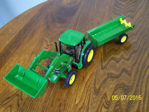 1/32 John Deere toy collectible