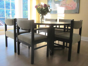 Extendable Round Dining-Room Table and Chairs