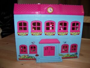Hello Kitty School House Lego Set