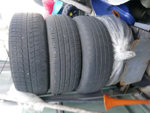 4 ALL SEASON TIRES SLIGHTLY USED