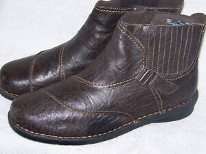 CLARKS WOMEN'S LEATHER UPPER BOOTS BRAND NEW SIZE 12W