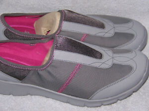 BRAND NEW WOMEN'S CLARKS SNEAKERS SIZE 12W