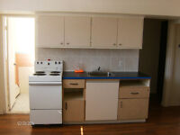NDG 2 1/2 $550 Heating and hot water included. Ground floor.