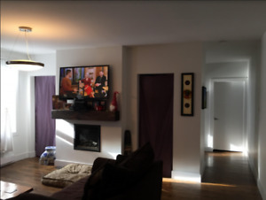 Awesome 3 bedroom Across from Queen Square!