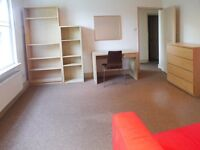3 Bed - SEPARATE KITCHEN, REAL WOOD FLOORS - Kings Cross - Perfect for STUDENTS & CORPORATES
