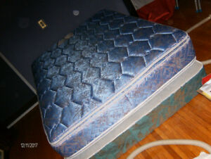 *CLEAN*---BOX   SPRiNG  , MATRESS  , STEEL-FRAME  ,+CASTORs