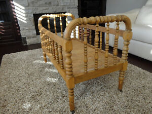 """Antique Solid Wood Bassinet -Crib- Bed on casters 40"""" Long Kitchener / Waterloo Kitchener Area image 3"""