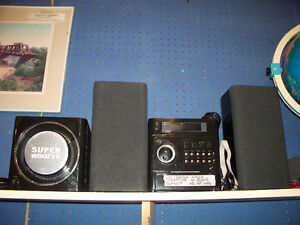 iLuv i7500BLK 2.1 Stereo System with Subwoofer. 4 piece system.