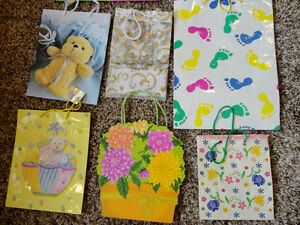 Assortment of 9 Gift bags for sale ....all for $3.00 Kitchener / Waterloo Kitchener Area image 3