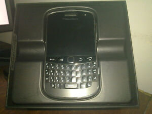 Excellent BlackBerry Bold 9900 in Excellent Shape -ONLY $60