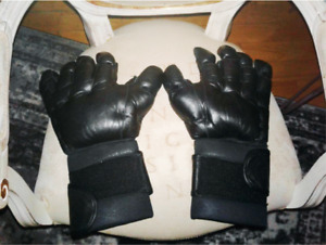 HEAVY DUTY BLACK MMA SPARRING GLOVES - SIZE LARGE $40