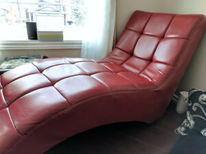 Red chaise lounger- wonderful