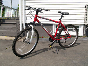 Norco- 2011 Pinnacle Mountain Bike- adult size- 20 in, 21 speeds