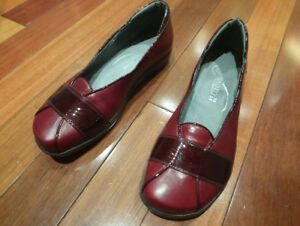 NAOT women's leather shoes s. 39 burgundy color worn twice