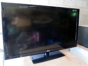 """LG 47"""" 47LD450 TV For Parts or Repair (Not Working)"""