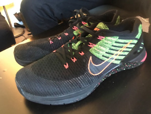 SELLING NIKE METCON DSX BLACK, GREEN AND PINK!