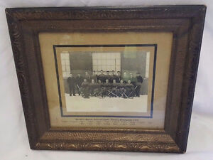 1935 QUEENS UNIVERSITY HOCKEY CHAMPION TEAM FRAME PHOTO
