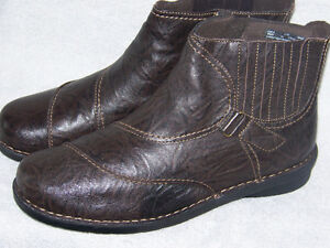 BRAND NEW CLARKS WOMEN'S WINTER BOOTS SIZE 12W