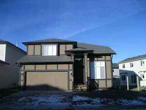 **LOWEST PRICE!!** FULL House Dbl Frnt Gar, Airdrie $1650 Jul 1
