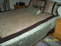 Queen mattress,box spring and bed spread and cover mattress