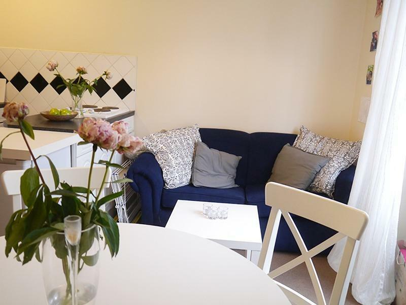 W2 Lancaster Gate, 1 bedroom flat, open plan kitchen, double bedroom in a period conversion