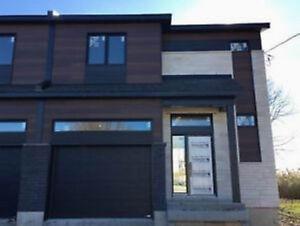 Maison jumelée neuve 3 chambres avec garage à Carignan