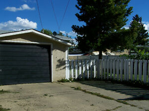 GREAT STARTER / FAMILY HOME - QUIET MATURE COMMUNITY Edmonton Edmonton Area image 7