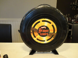 """Vintage Hot Wheels """"The Hot Ones"""" Tire carrying Case w/Some Cars Kitchener / Waterloo Kitchener Area image 2"""