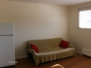 NDG 2 1/2 $580 Heating and hot water included. Ground floor.