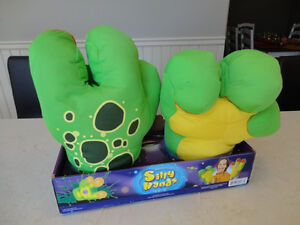 Kellytoy Silly Hands Alien Model - Brand New never Used