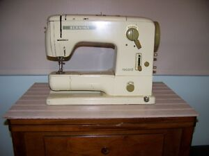 BERNINA_Record sewing machine model 730