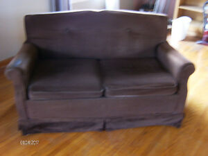 LOVE SEAT / PULL OUT BED -( O.b.o)