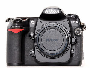 Nikon D200 DSLR Body / Nikkor 18-200 mm VR Lens