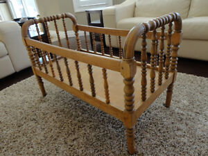 """Antique Solid Wood Bassinet -Crib- Bed on casters 40"""" Long Kitchener / Waterloo Kitchener Area image 2"""