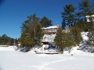 Cozy Ski Chalet on Lake Ste-Marie