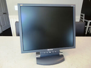 "Viewsonic VA802b 19"" Widescreen Monitor - Works prefectly"