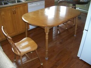 Maple Dining Table w/ 6 Chairs