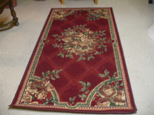 Rug with red roses/green and gold background