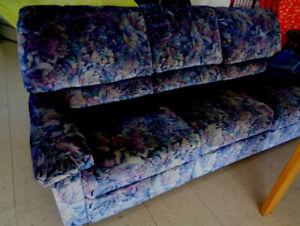 Sofa 3 places  inclinable en velours. Etat de neuf.