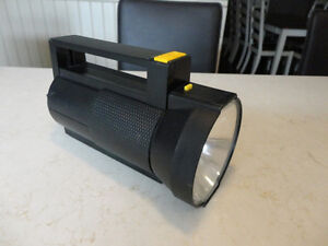 Selling a Flashlight and 11' feet of Edging for your Flower beds Kitchener / Waterloo Kitchener Area image 3