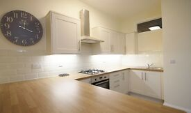 LUXURY 1 BEDROOM FLAT IN BROOMHILL WITH PARKING - AVAILABLE NOW