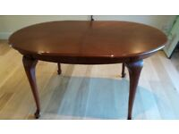 Dining table with leaf to extend. Sits 6 to 10 people. Pick up from Cobham. £40