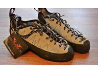 BRAND NEW Climb X climbing shoes size UK7