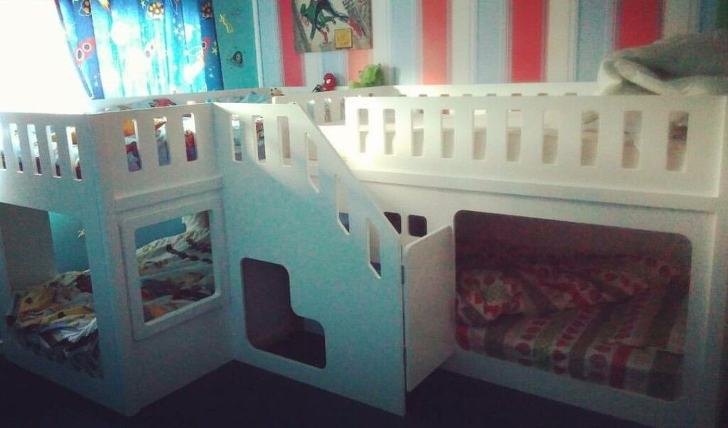 Quad Bunk Beds With Carpeted Stairs Optional Stair Gate In