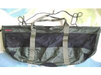 NEW ANGLING INTELLIGENCE FOLDABLE WEIGH SLING AND USED SHIMANO PURIST UNHOOKING MAT