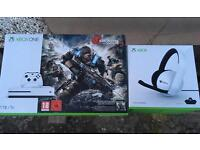 X Box One S TB - Headset and Rechargable Battery Pack