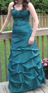 Beautiful size 6 prom/evening gown