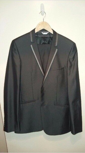 Mens Burton Slim Suit 40L w/ 34L trousers (barely worn)