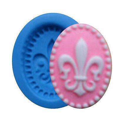 (Fleur de Lis Cameo Mini Silicone Mold for Fondant, Gum Paste, Chocolate, Crafts)